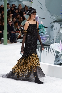 chanel-spring-summer-2015-haute-couture-look-17