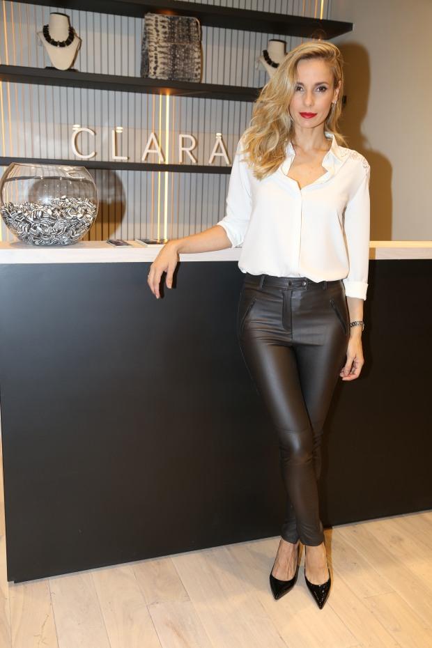 Julieta Cardinali en la apertura Clara en Patio en la presentación de su colección inv16  (2)